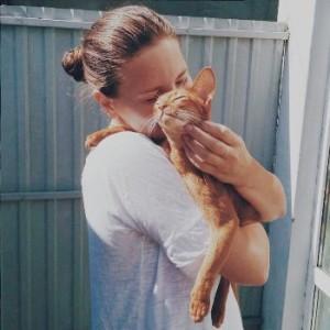 Абиссинский кот с хозяйкой